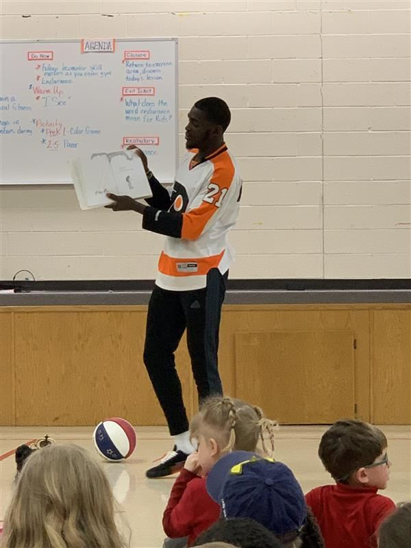 AJ Merriweather, Harlem Globetrotter, reads to South Elementary students.
